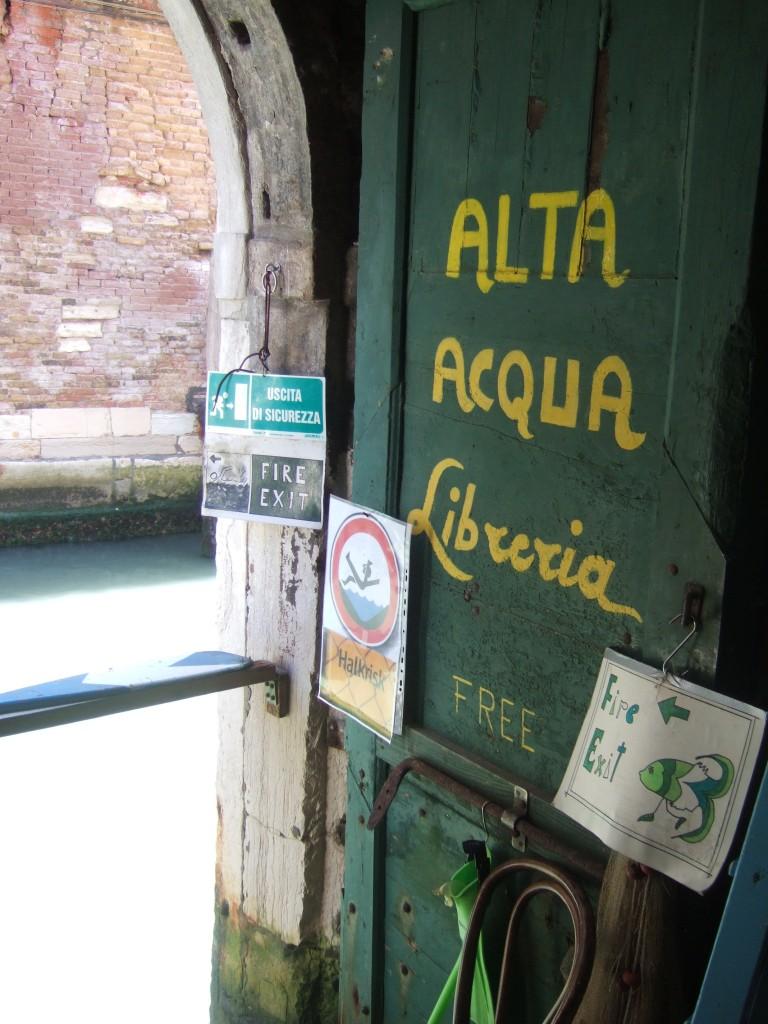 Alta Acqua Libreria fire exit